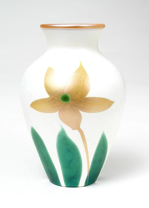 Rare Quezal vase with flower decoration