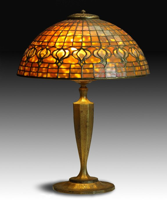 Fine Tiffany Studios Pomegranate table lamp, Cottone lot #496