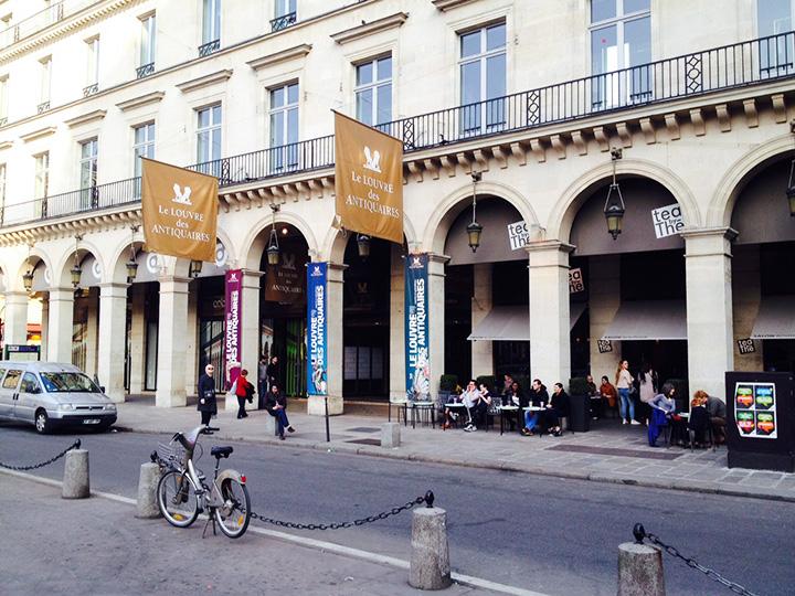 The front entrance to the Louvre des Antiquaires