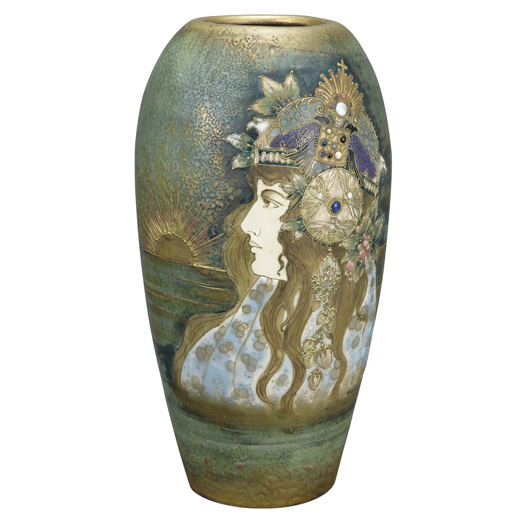 Fine Amphora portrait vase, Doyle lot #430