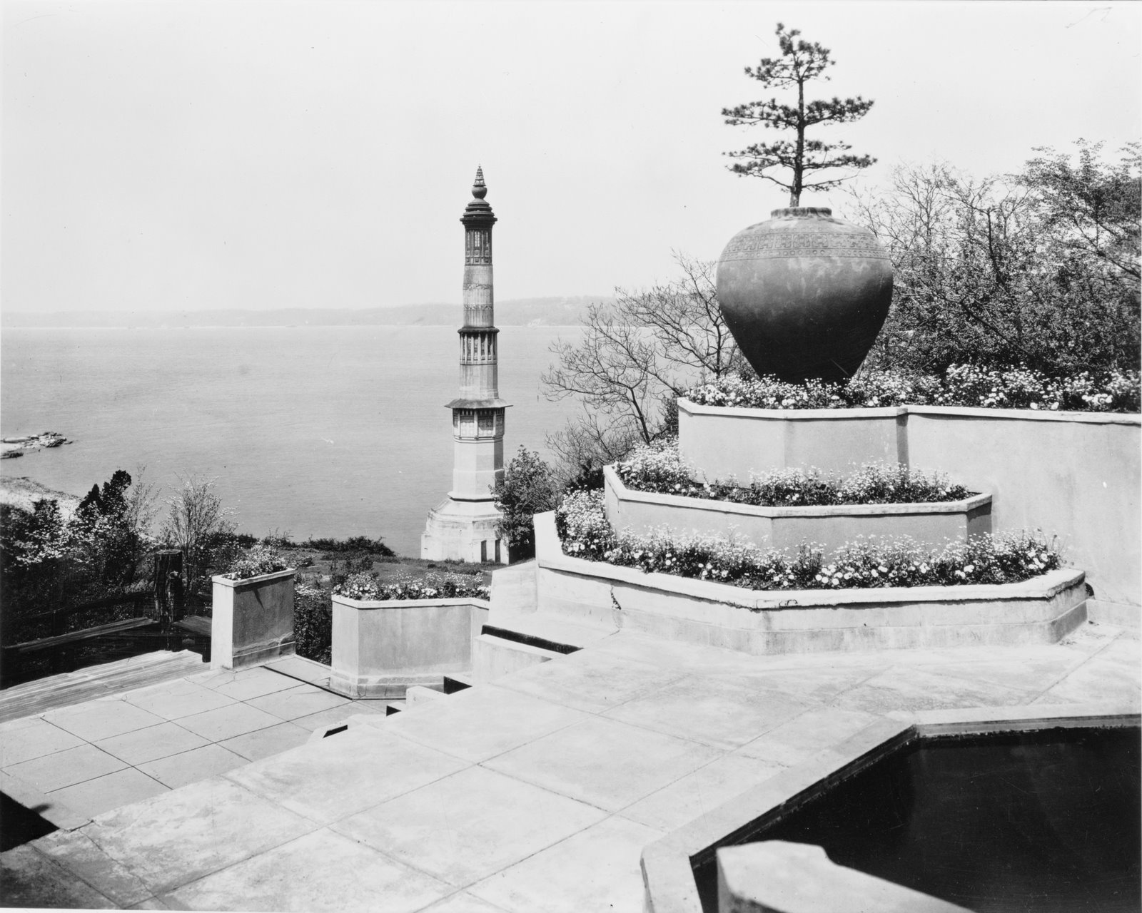 Historical photo of the minaret at Laurelton Hall (courtesy of http://www.oldlongisland.com/)