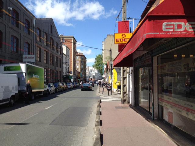 Rue des Rosiers, the main street of the flea markets