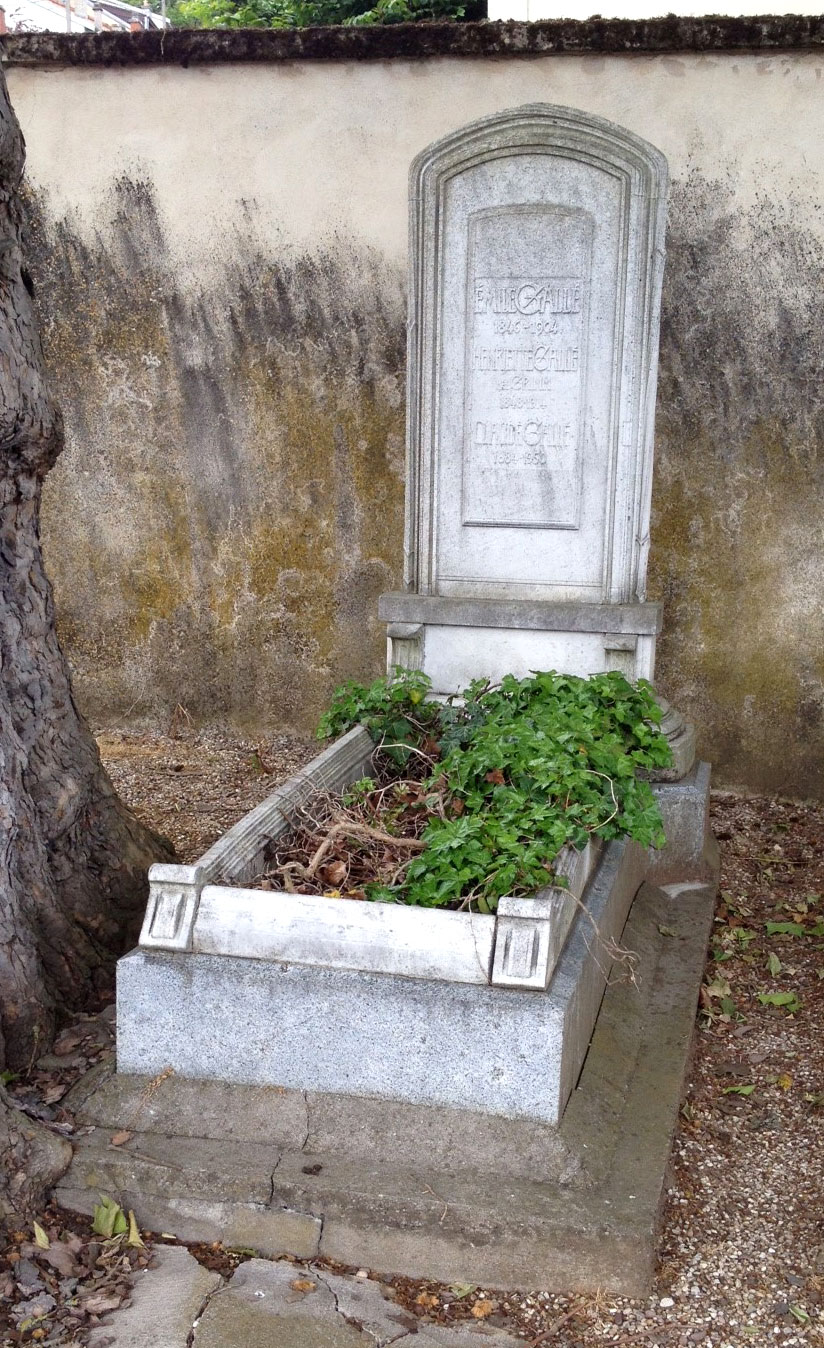 The grave of Emile Gallé, his wife, and his son in May, 2015
