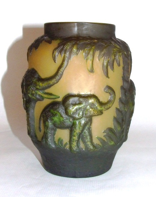 Reproduction Gallé Elephant vase