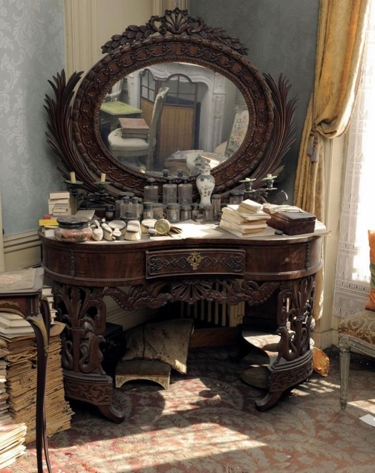 Madame de Florian's vanity
