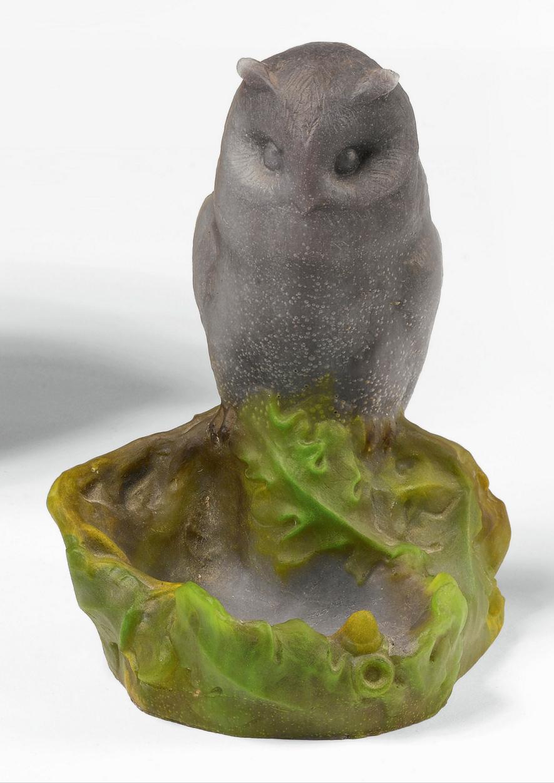 Daum pâte-de-verre Owl vide poche, Sotheby's lot #86