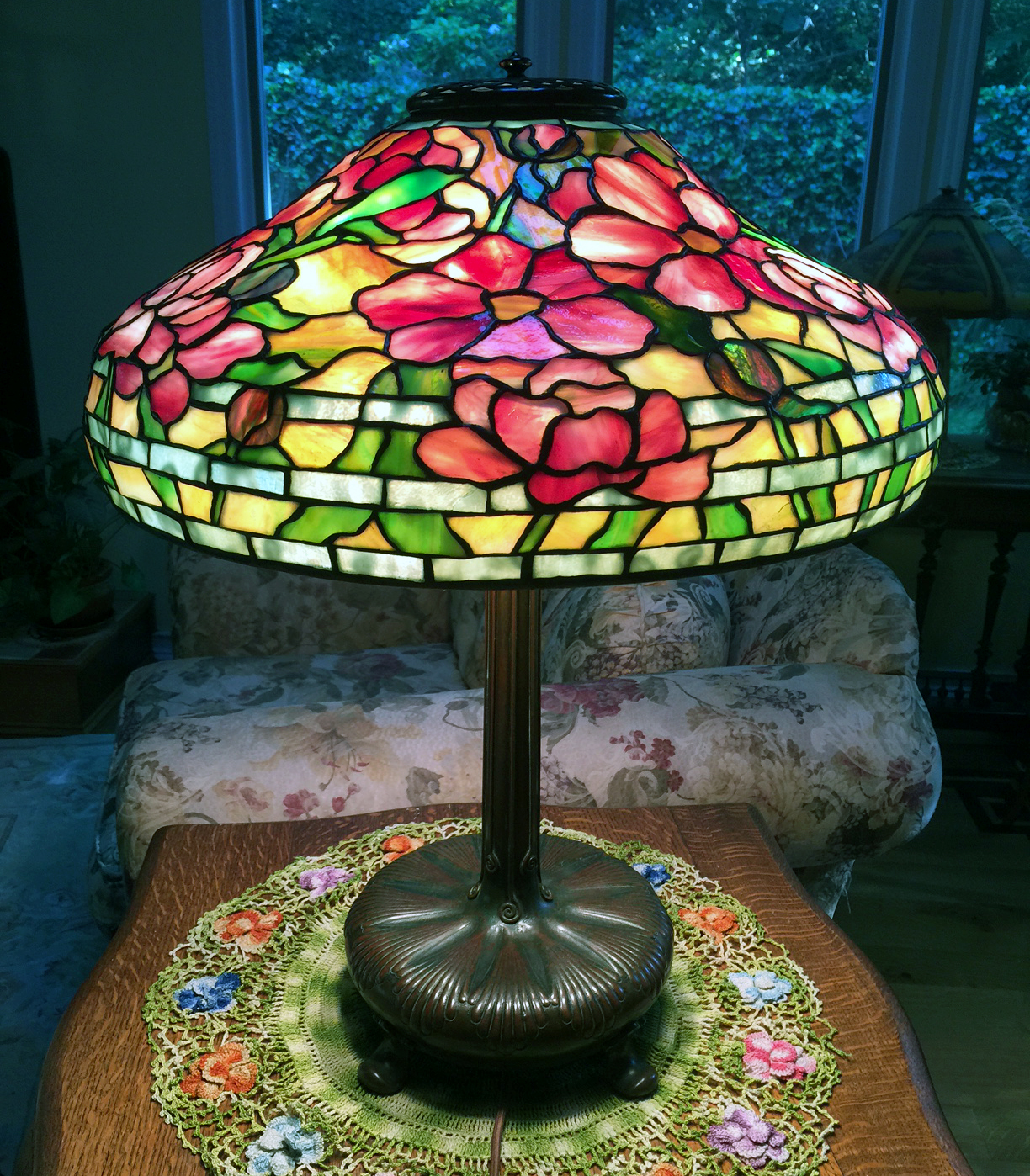 Wonderful Tiffany Studios 18-inch Peony table lamp